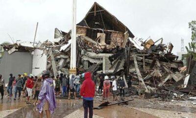 Dua Orang Masih Terjebak Reruntuhan Gedung Gubernur Sulawesi Barat