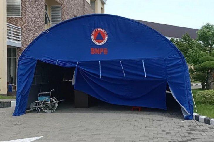 Tenda darurat untuk pasien Covid-19