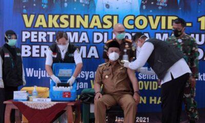 Sebelum disuntik Vaksin Covid-19 Wali Kota Madiun Maidi Menjalani Screening Terlebih Dahulu