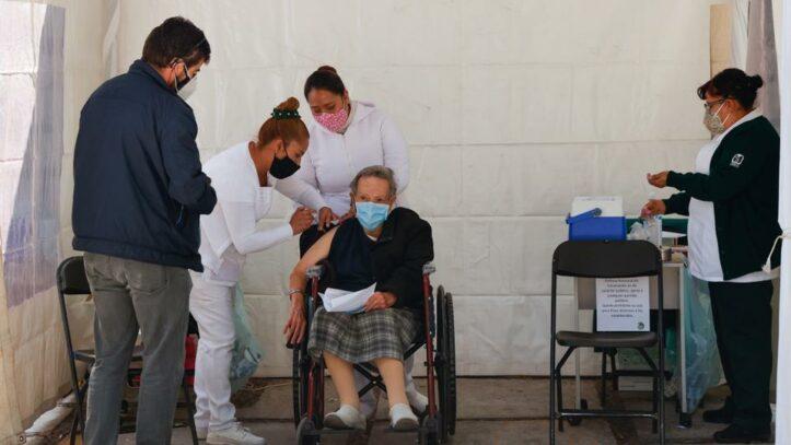 Vaksinasi Lansia di Meksiko Berlangsung Lambat