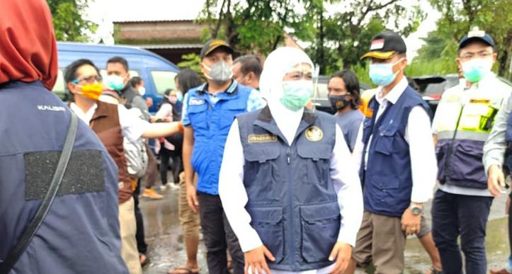 Gubernur Jatim Tinjau Banjir dan Serahkan Bantuan Untuk Korban Banjir Jombang