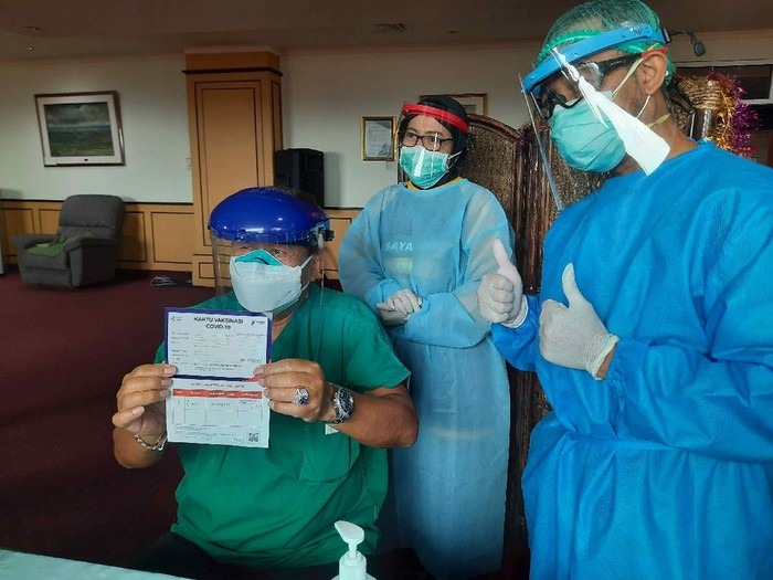 Hari Ini, Tiga Rumah Sakit di Surabaya Melaksanakan Vaksin Covid-19 ke Nakes Lansia