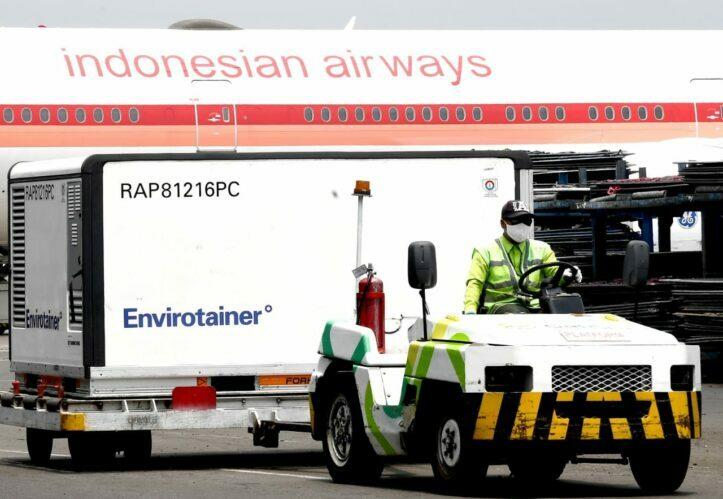 Enam Juta Dosis Bahan Baku Vaksin Covid-19 Tiba di Indonesia