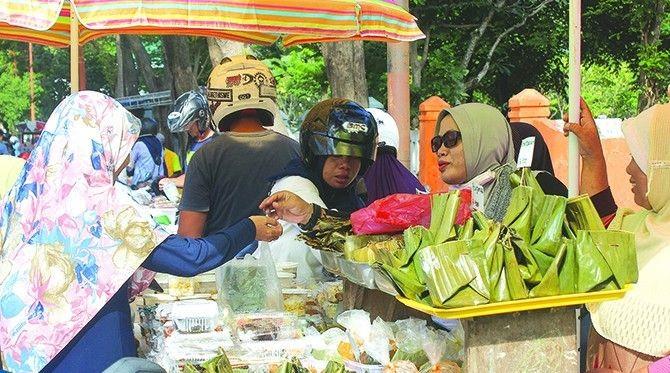 Bursa Pasar Takjil Banyuwangi Menjadi Berkah Bagi Penyandang Disabilitas