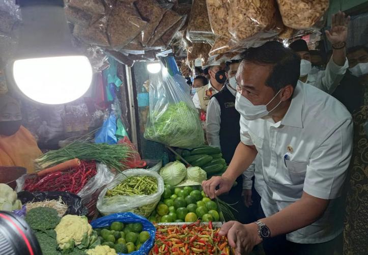 Mendag Lutfi Apresiasi Stabilnya Harga Bahan Pokok di Jatim