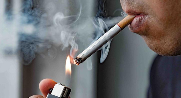 Risiko Langsung Merokok Saat Buka Puasa