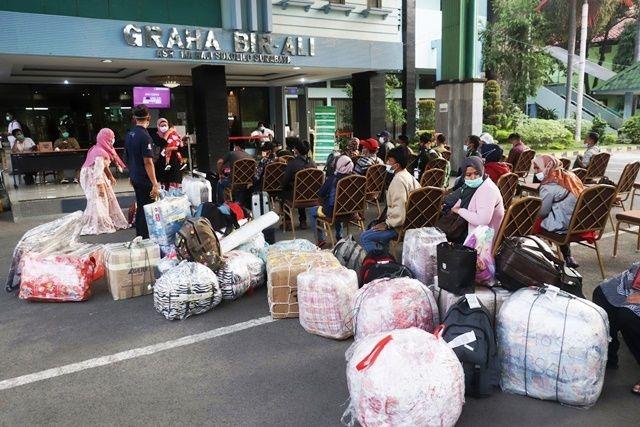 Terpapar Covid-19, 22 PMI Pekerja Migran Jatim Diisolasi di Asrama Haji