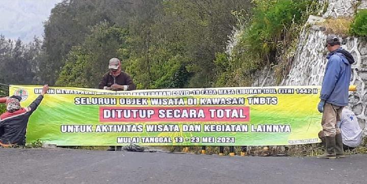 Sebagai upaya untuk mengatisipasi penyebaran virus Covid-19 di masa liburan lebaran ini, Balai Besar Taman Nasional Bromo Tengger Semeru (TNBTS) menutup dua destinasi wisata, Gunung Bromo dan Gunung Semeru.