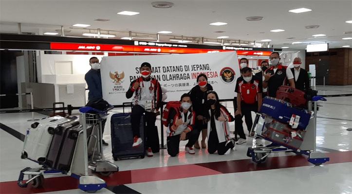 Atlet Olimpiade Angkat Besi dan Rowing Indonesia Telah Tiba di Tokyo
