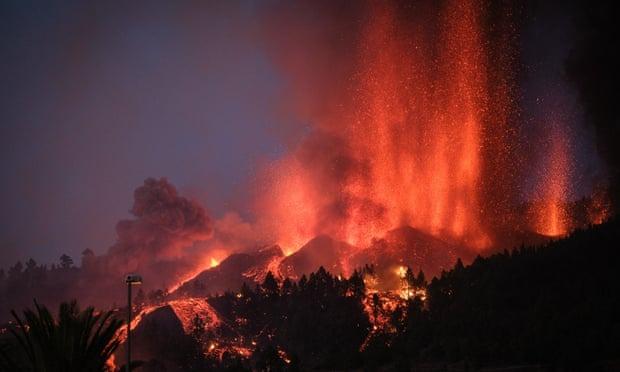 Gunung Merapi di Pulau Kanaria Spanyol Meletus Semburkan Lava