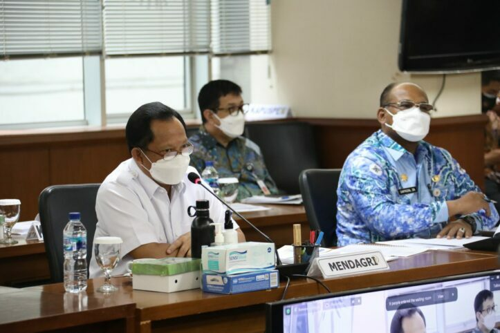 Hadapi Pandemi, Mendagri: Kebijakan Pemerintah Pusat dan Daerah Menjadi Paralel
