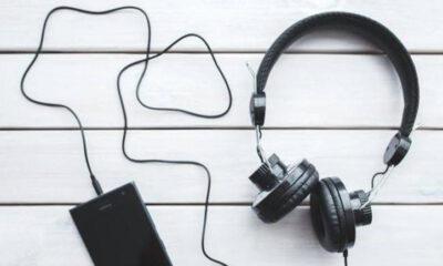 Mana yang Lebih Aman Untuk Pendengaran: Headset atau Headphone?