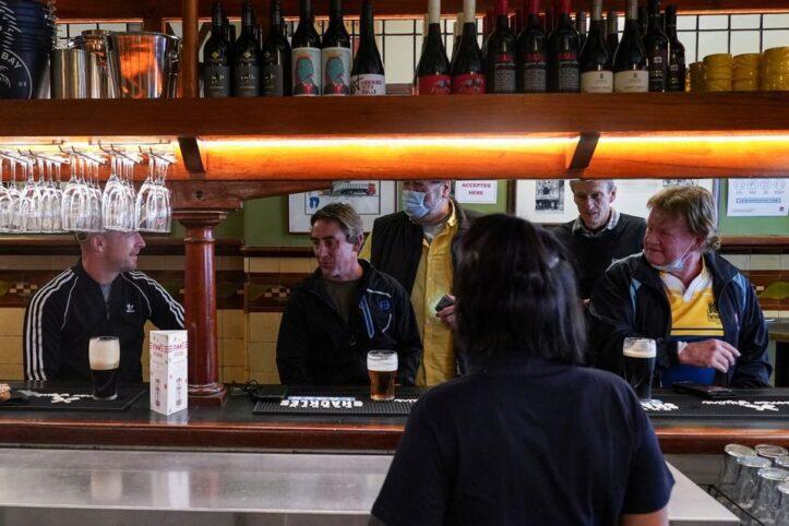 Sydney Dibuka Kembali, Bar Dipadati Para Warga