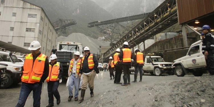 Tingkatkan kesejahteraan, Khofifah Minta Tenaga Kerja Pembangunan Smelter PT Freeport dari Jatim
